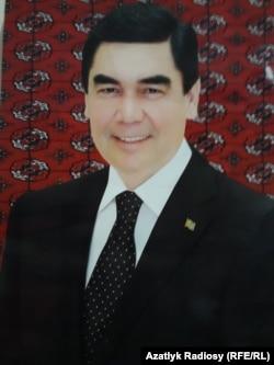 Портрет президента Г.Бердымухамедова с черными волосами