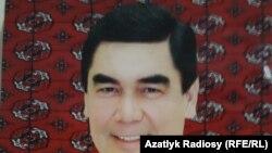Портрет президента Бердымухамедова с чёрными волосами теперь продаётся со скидкой