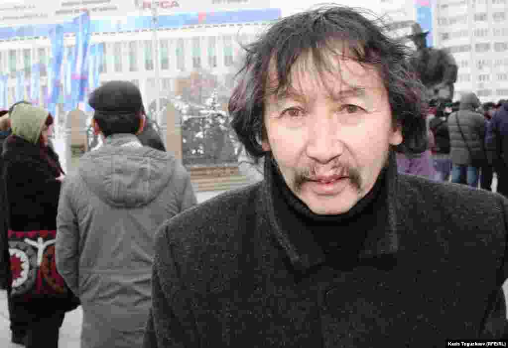 """Калдыбай Абенов, режиссер скандального фильма """"Аллажар"""" о Декабрьских событиях 1986 года. Алматы, 17 декабря 2011 года."""
