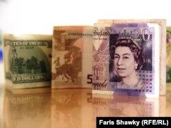 Novčanice dolara, evra i funti - ilustracija