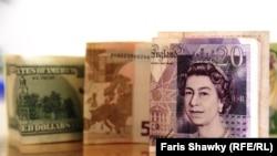Novčanice, dolara, evra i funte - ilustracija