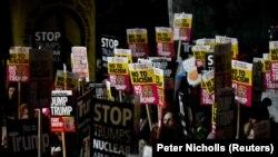 شماری از مردم در لندن در اعتراض به سفر دونالد ترامپ تظاهرات کردند