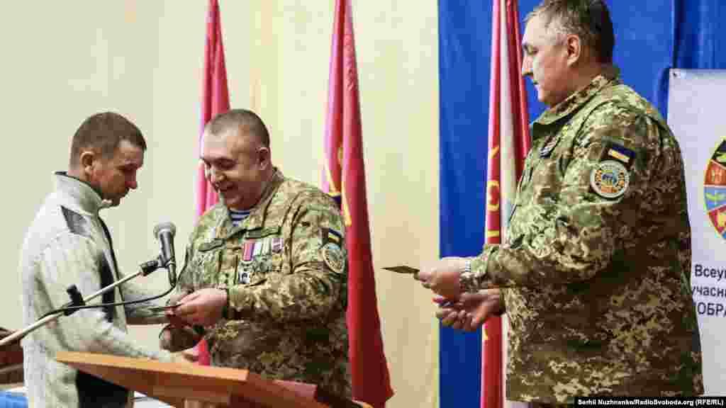 Військових і родини загиблих героїв нагородили відомчими відзнаками Міністерства оборони України