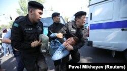 Qazaxıstan müxalifətinin mitinqinin qarşısı alınarkən, 21 sentyabr 2019