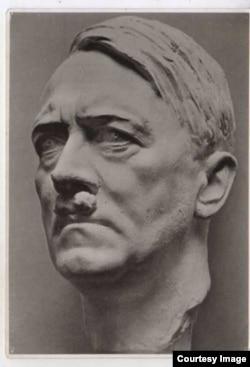"""Портрет Гитлера работы Арно Брекера назывался """"Вождь"""" и стал каноном нацистского искусства"""