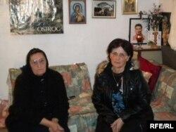 Milena Radević and Milanka Terzić izbjeglice su s Kosova, smještenje u selu Kamenovo kod Budve, foto: Jasna Vukićević.
