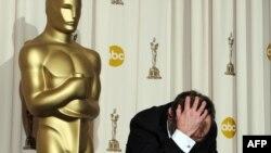 Film namizəd göstərildiyi 9 nominasiyadan 8-də «Oskar» qazanıb