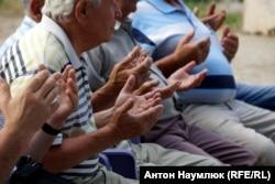 Дуа (массовая молитва) крымских татар в Ялте