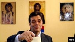 Партия премьера Коштуницы пришла к финишу лишь третьей. Но уговорить его поделиться постом с коллегами-демократами может стать невыполнимой задачей