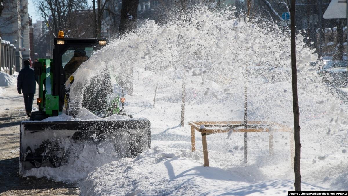 Непогода в Киеве: коммунальщики подготовили 418 единиц спецтехники