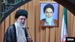 Ali Hamnei gjatë fjalimit të sotëm në Universitetin e Teheranit