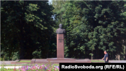 Погруддя Брежнєва в Кам'янському, фото аріхвне