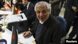 بادامچیان مخالفت خامنهای با کاندیداتوری احمدینژاد در انتخابات را «یک تدبیر بینظیر در تاریخ جمهوری اسلامی و انتخابات» دانست.