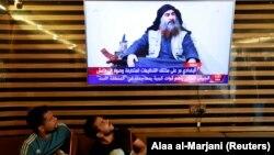 Иракцы смотрят выпуск новостей в котором рассказывается о смерти аль-Багдади, 27 октября 2019