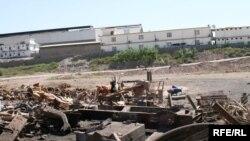 ساحة المعمل التي وقع فيها الإنفجار