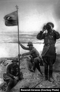 Водружение красного знамени на сопке Заозёрной, август 1938 года