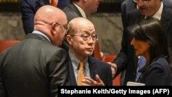 Постоянный представитель России в Совете Безопасности ООН Василий Небензя (слева), представитель Китая Лю Цзеи (в центре) и представитель США Никки Хейли. Нью-Йорк, 4 сентября 2017 года.