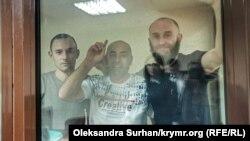 Яшар Муединов, Риза Изетов и Раим Айвазов в суде