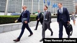 Голова правління НАК «Нафтогаз України» Андрій Коболєв (зліва) і міністр енергетики Олексій Оржель (праворуч) перед газовими переговорами між Євросоюзом, Росією та Україною у штаб-квартирі Єврокомісії у Брюсселі, Бельгія, 19 вересня 2019 року
