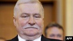 Господар варшавського саміту Лех Валенса отримав Нобелівську премію миру 30 років тому