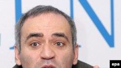 Kasparov yazır ki, Qərb 7 ildir Rusiyayla sakit diplomatiyayla davranır
