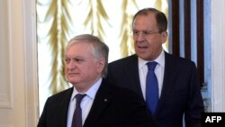 Russia -- Russian Foreign Minister Sergei Lavrov (R) and his Armenian counterpart Edward Nalbandian enter a hall before their meeting in Moscow, April 8, 2015