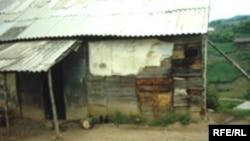 Дом одного из учителей школы в селе Астав, Дашкесан, 18 июня 2006