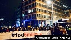 Proteste su prvi u većem broju podržali profesori Filozofskog fakulteta u Beogradu (njih 105), sa čijeg platoa i kreću šetnje svake subote