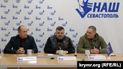 Сочнєв, Синичкін і Синявський (зліва направо) на прес-конференції в Севастополі, 14 лютого 2019 року