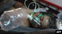 Дитина перебуває у лікарні неподалік сирійського міста Хан-Шейхун, де була розпилена токсична речовина, 4 квітня 2017 року