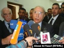 رئيس مجلس القضاء الاعلى متحدثا الى الصحفيين في النجف