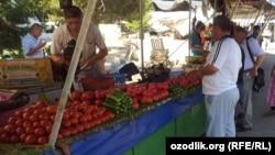 Продажа помидоров, иллюстрационное фото