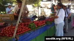 Bodring va pomidorni ikki haftacha oldin ming so'mga uch kilodan olsa bo'lardi. Hozir bodring 1200, pomidor 800ga ko'tarilgan.