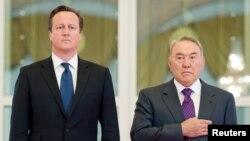 Қазақстан президенті Нұрсұлтан Назарбаев (оң жақта) пен Ұлыбритания премьер-министрі Дэвид Кэмерон. Астана, 1 шілде 2013 жыл