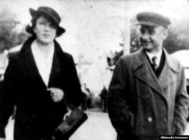 Арсен Річинський і його друга дружина Ніна на вулиці міста Володимира (нині Володимир-Волинський). 1930-і роки