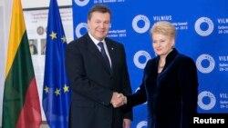 Президент Литви Даля Ґрібаускайте з українським колегою Віктором Януковичем у Вільнюсі, 28 листопада 2013 року