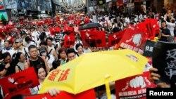 По данни на организаторите на протеста в Хонконг са излезли повече от 1 милион души.