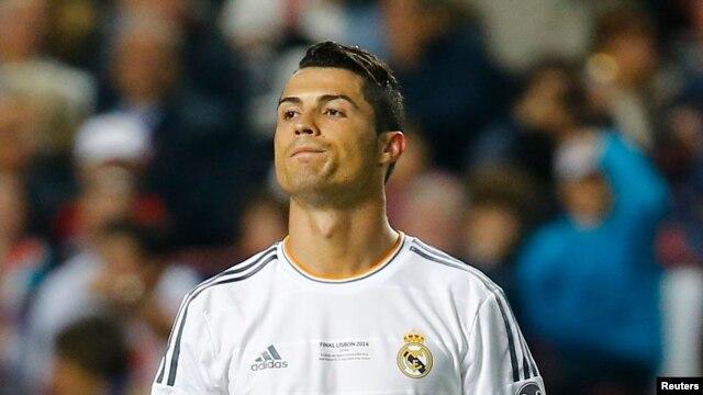 کریستین رونالدو، ستاره باشگاه رئال مادرید در کنار فلسطینیها قرار گرفته است