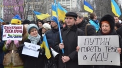 Ukraine -- The peace action to commemorate Volnovakha vistims, Kherson, 18Jan2015