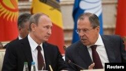 Vladimir Putin (majtas) dhe Sergei Lavrov