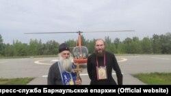 Митрополит Барнаульский и Алтайский Сергий с протодиаконом Владимиром Черных