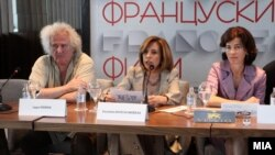 Прес-конференција по повод одржувањето на шестото по ред издание на Фестивалот на француски филм. Јордан Плевнеш, почесен претседател на фестивалот, Елизабета Канческа Милевска, министерка за култура и Лоренс Оер, амбасадорка на Франција во Македонија.