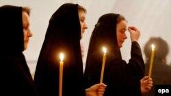 Рус православ черкови қавми патриарх Алексий II билан видолашмоқда