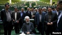 حسن روحانی در روز تقدیم لایحه بودجه در مجلس