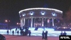 Қарағанды қаласындағы Сәкен Сейфуллин театрының жаңа ғимараты. 8 желтоқсан, 2008 ж.