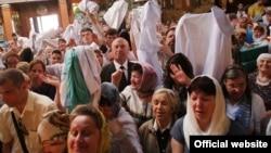 Церемония освящения медицинских халатов в Симферополе. 10 июня 2015 года