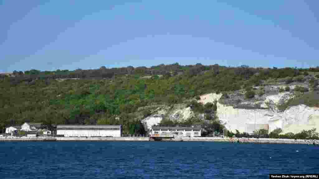Сухарная бухта, причал №19. Здесь тоже закрытая территория российского Черноморского флота