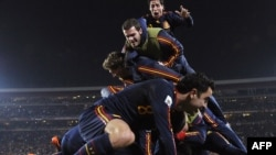 Испания шабуылшысы Давид Вилья гол соққан сәт. Футболдан әлем чемпионаты, Йоханнесбург, 3 маусым 2010 жыл.