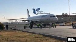 Onilliklərdən sonra Tehran hava limanına gələn ilk Qırb təyyarəsi