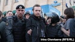 Поліція затримує активістів на Тріумфальній площі в Москві, 31 травня 2012 року